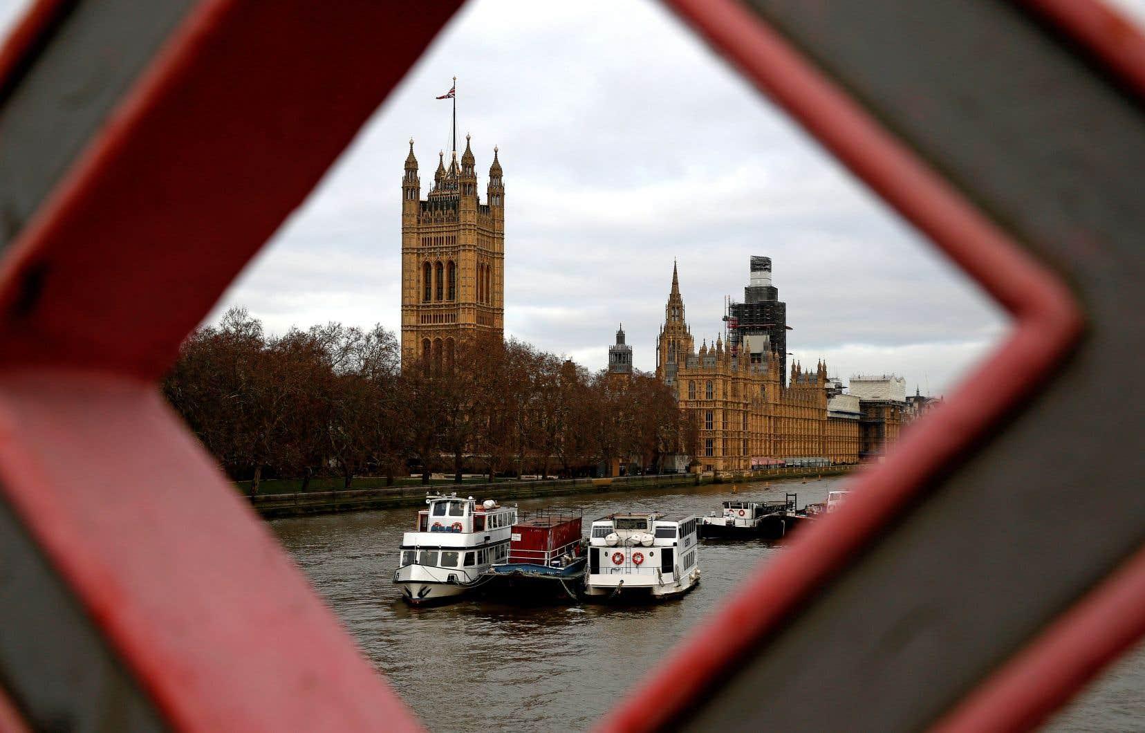 Le rejet par le Parlement britannique du plan initial d'accord sur le Brexit force les pays voisins à s'adapter sur les aspects économique, sécuritaire et même environnemental.