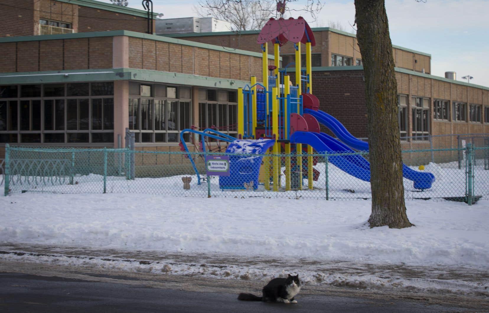 Une rupture d'un joint du système de chauffage de l'école située sur la 39eAvenue a causé une émanation de monoxyde de carbone qui a incommodé des dizaines d'élèves et d'adultes.