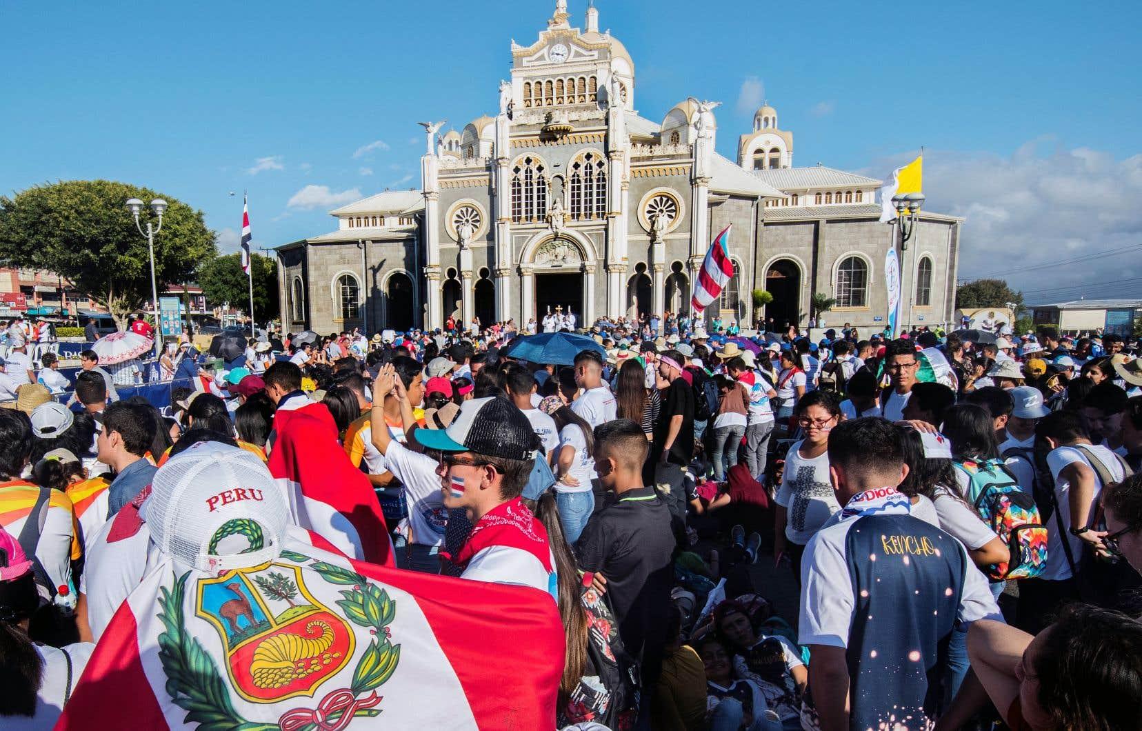 Des centaines de pèlerins catholiques étaient réunis samedi devant la basilique Los Angeles de Cartago, au Costa Rica, dans le cadre d'une cérémonie religieuse. Ils devaient ensuite partir pour le Panama afin de participer à une nouvelle édition des Journées mondiales de la jeunesse.