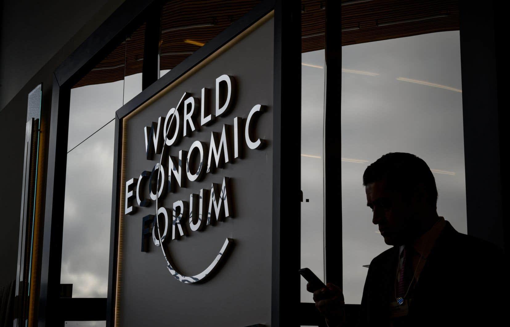 «Une récession mondiale n'est pas au coin de la rue, mais le risque d'un recul plus prononcé de la croissance mondiale a augmenté», a averti la directrice générale du FMI, Christine Lagarde.