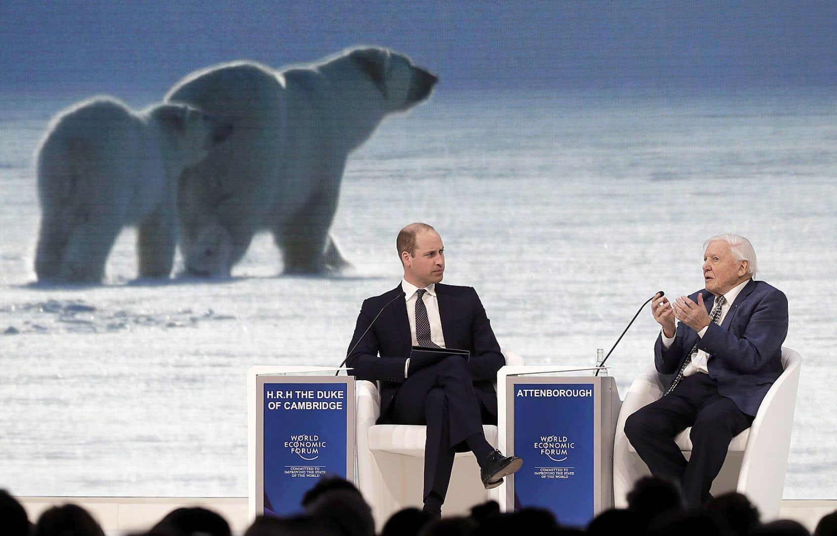 Cette année, la programmation du Forum de Davos fait la part belle à l'environnement. Ici, le naturaliste David Attenborough échange avec le prince William lors d'un panel.
