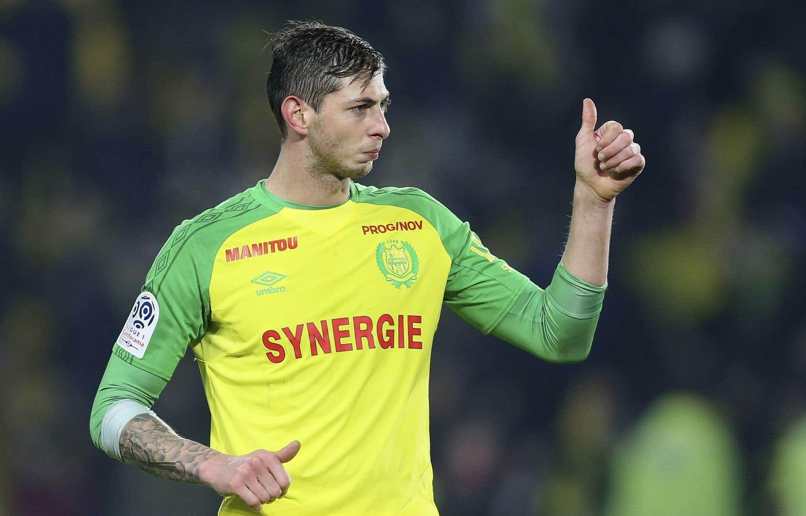 Âgé de 28ans, Sala avait passé les heures précédentes à faire ses adieux aux joueurs de l'équipe de soccer de Nantes après que la formation de Cardiff lui eut consenti le plus imposant contrat de son histoire la semaine dernière.