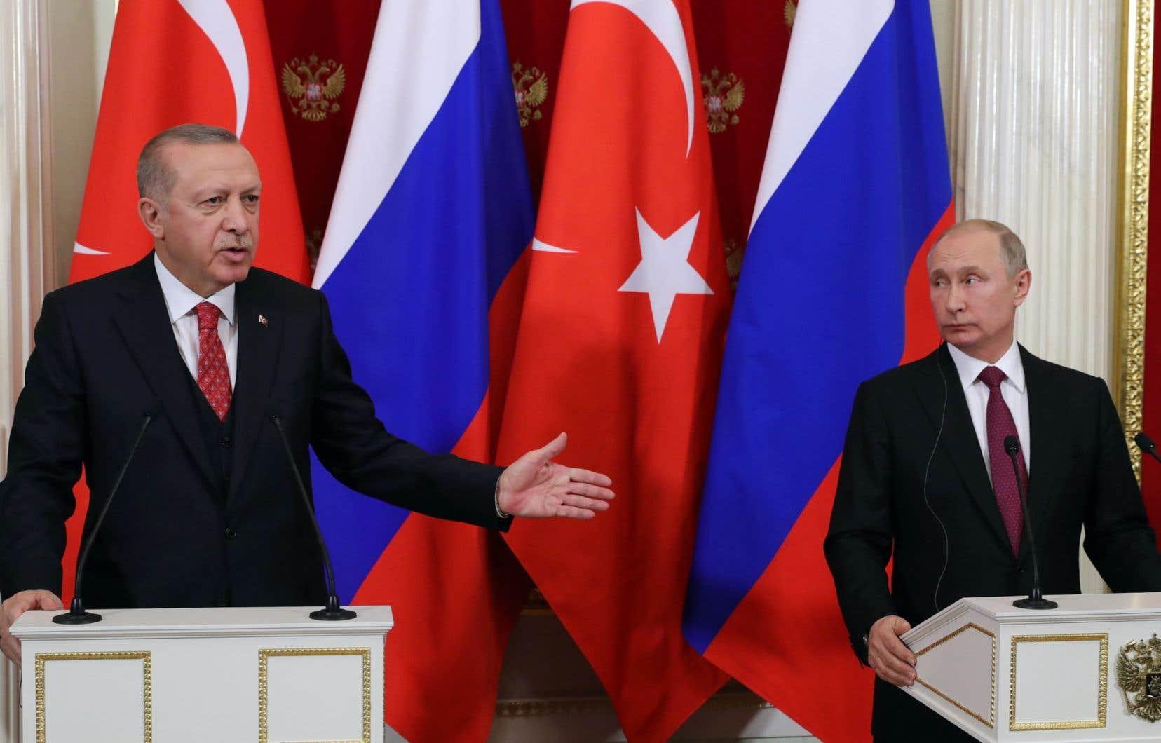 Dans un discours lundi, M.Erdogan a indiqué qu'il plaiderait auprès de M.Poutine en faveur de la création d'une «zone de sécurité» administrée par la Turquie dans le nord.
