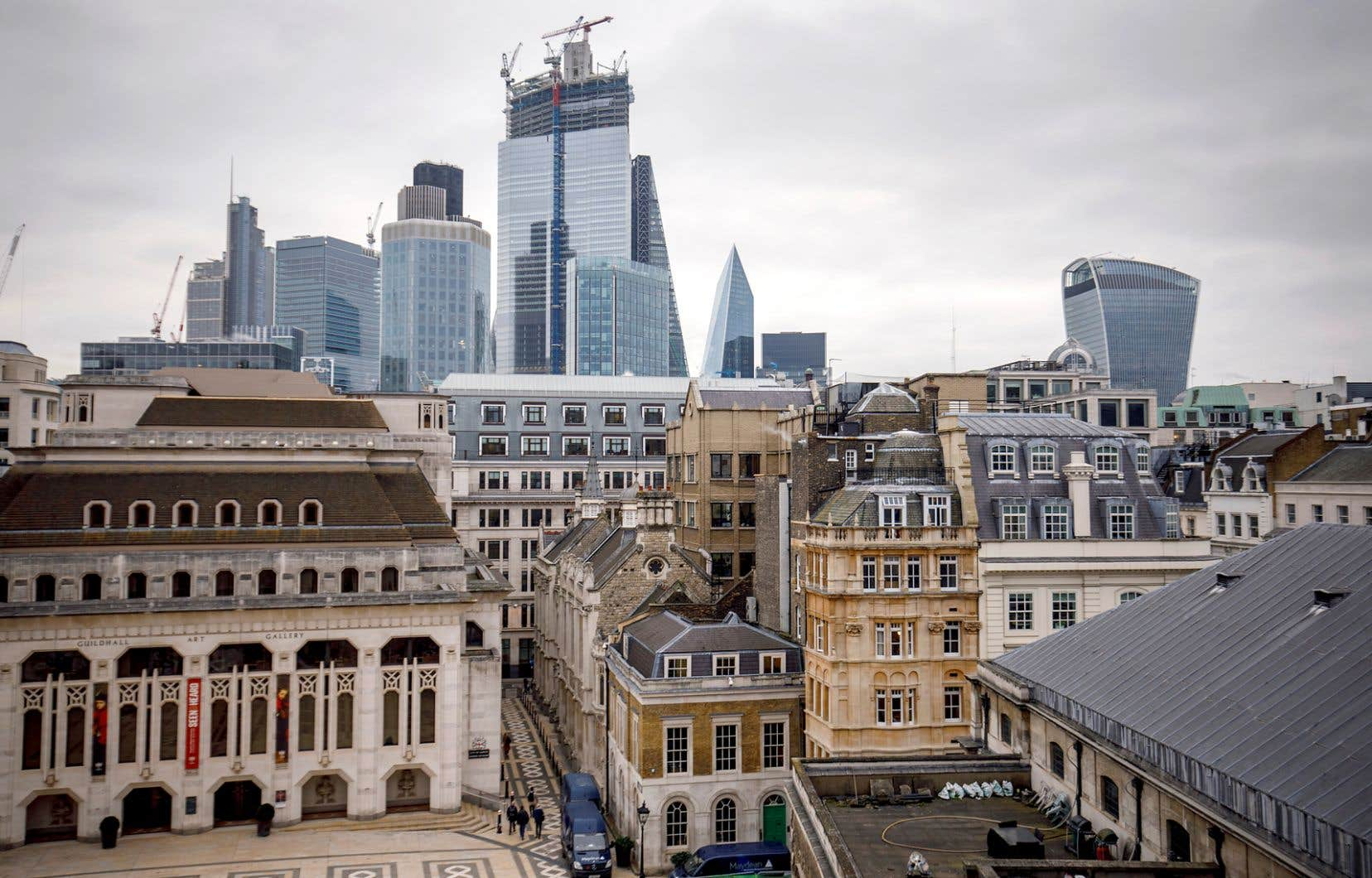 À mesure que le Brexit approche, les départs des grandes sociétés semblent s'accélérer.