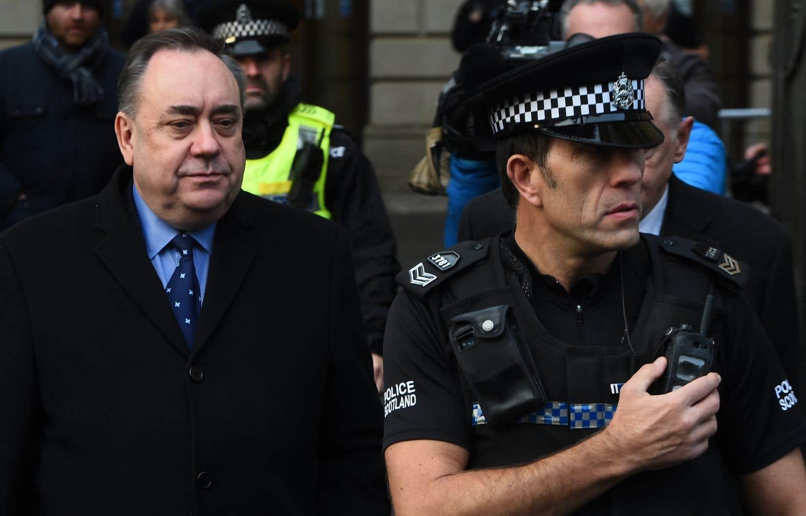 L'ancien premier ministre écossais Alex Salmond a brièvement comparu devant la justice pour répondre d'accusations d'agression sexuelle et de tentative de viol.