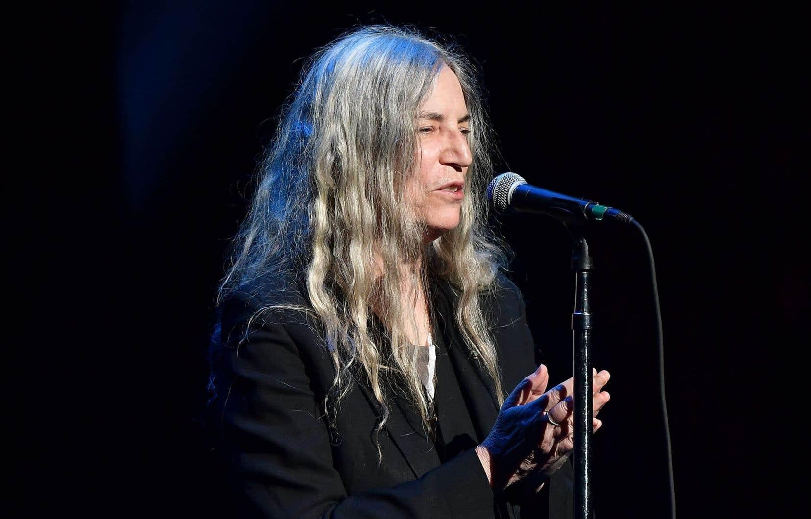 Patti Smith, la rockstar, est difficile à ignorer dans le paysage littéraire contemporain. Adulée par certains, elle est vertement critiquée par d'autres.