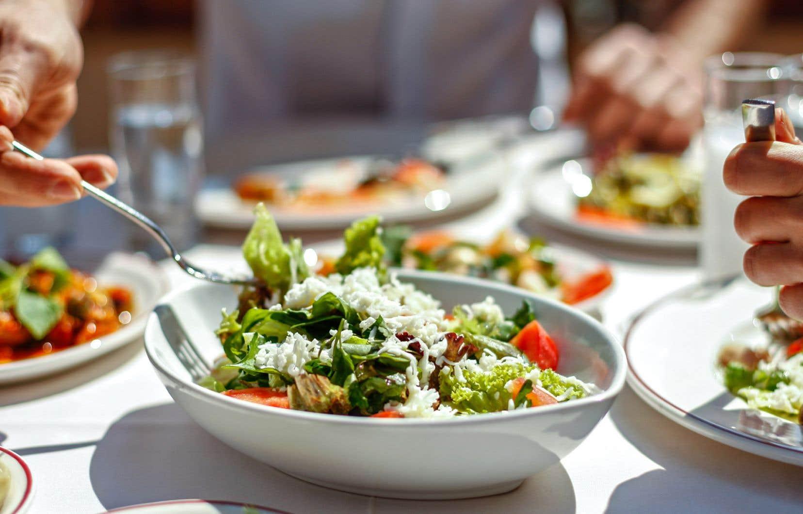 Au Québec, moins d'un quart de la population consomme suffisamment de fruits et de légumes.