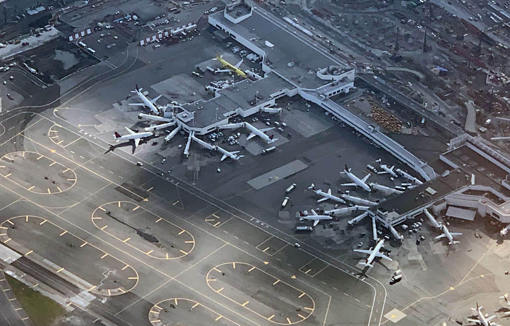 LaGuardia, le troisième aéroport de la région de New York et de loin le plus petit, est consacré essentiellement aux vols intérieurs aux États-Unis.