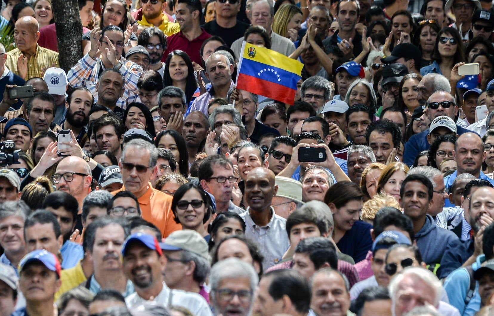 L'opposant Juan Guaidó a prononcé vendredi un discours devant une foule de partisans à Caracas.