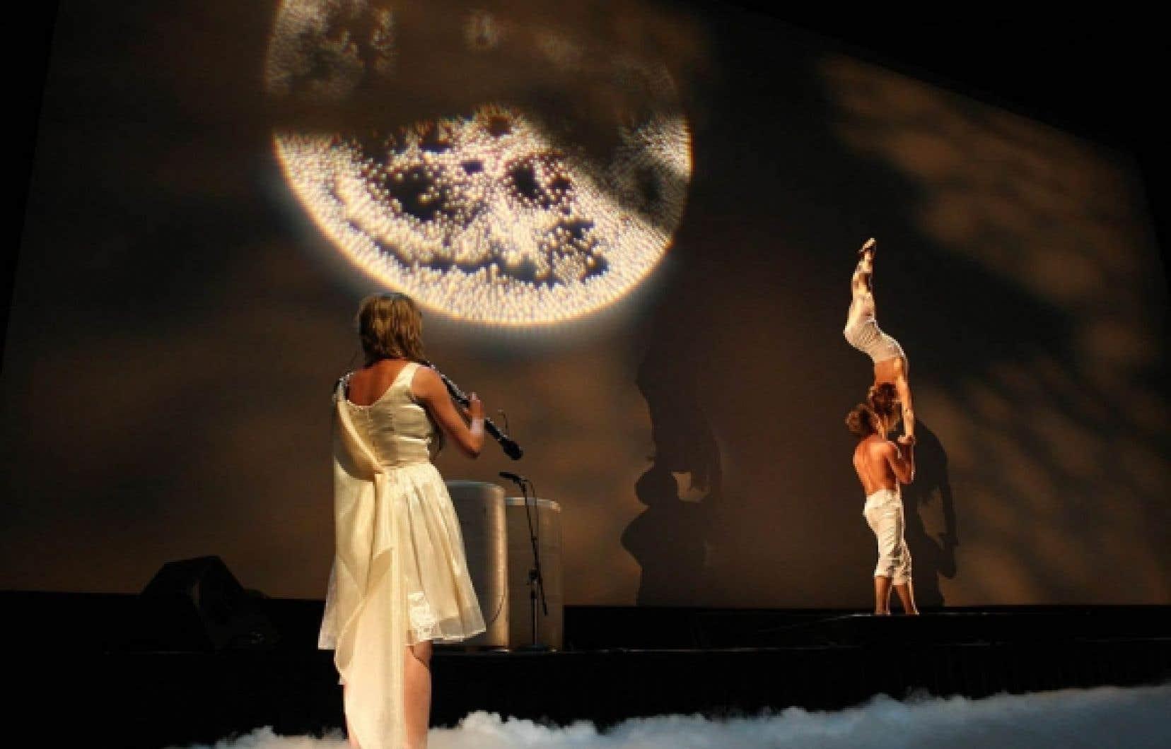 Dès le 8 juillet, le festival Montréal complètement cirque démarre en trombe avec la présentation sous chapiteau d'I.D., la dernière création du cirque Éloize.