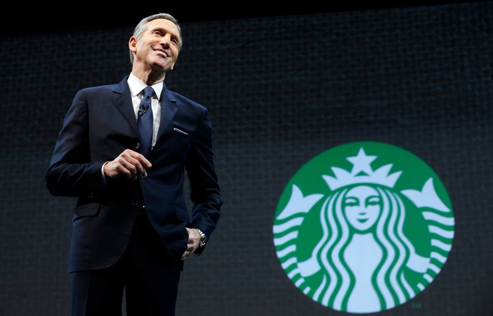 Howard Schultz s'exprimant lors de l'assemblée générale des actionnaires de la cha?ne Starbucks, en mars 2015, à Seattle
