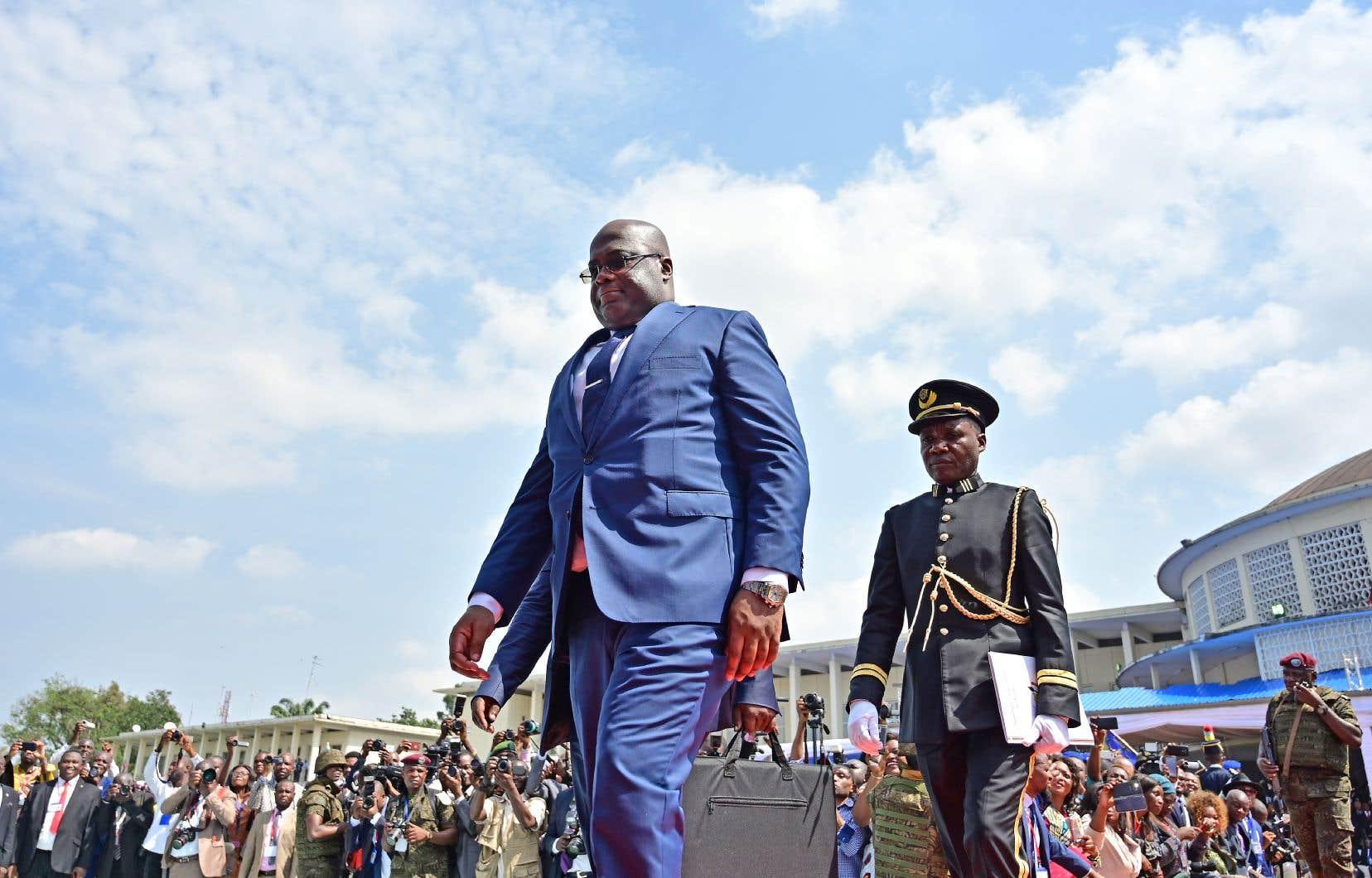 Félix Tshisekedi (à gauche) quittant la scène où s'est déroulée son intronisation à titre de nouveau président de la RDC, le 24janvier dernier, à Kinshasa