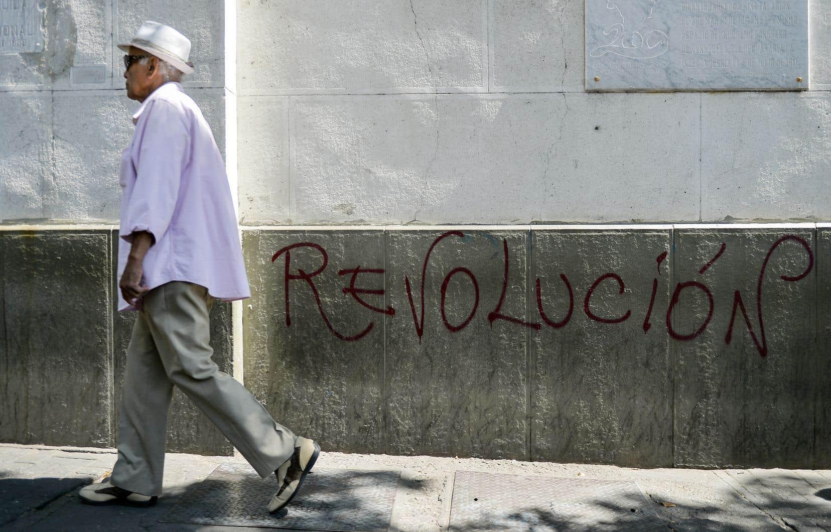 Le Venezuela, pays pétrolier ruiné après avoir été le plus riche d'Amérique latine, est actuellement au centre de l'échiquier diplomatique international.