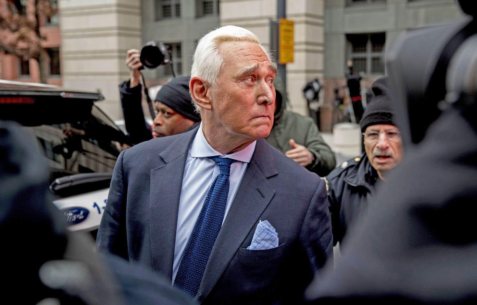 Inculpé notamment de parjure et de subornation de témoin, l'ancien proche conseiller de Trump, Roger Stone, crie au complot politique.
