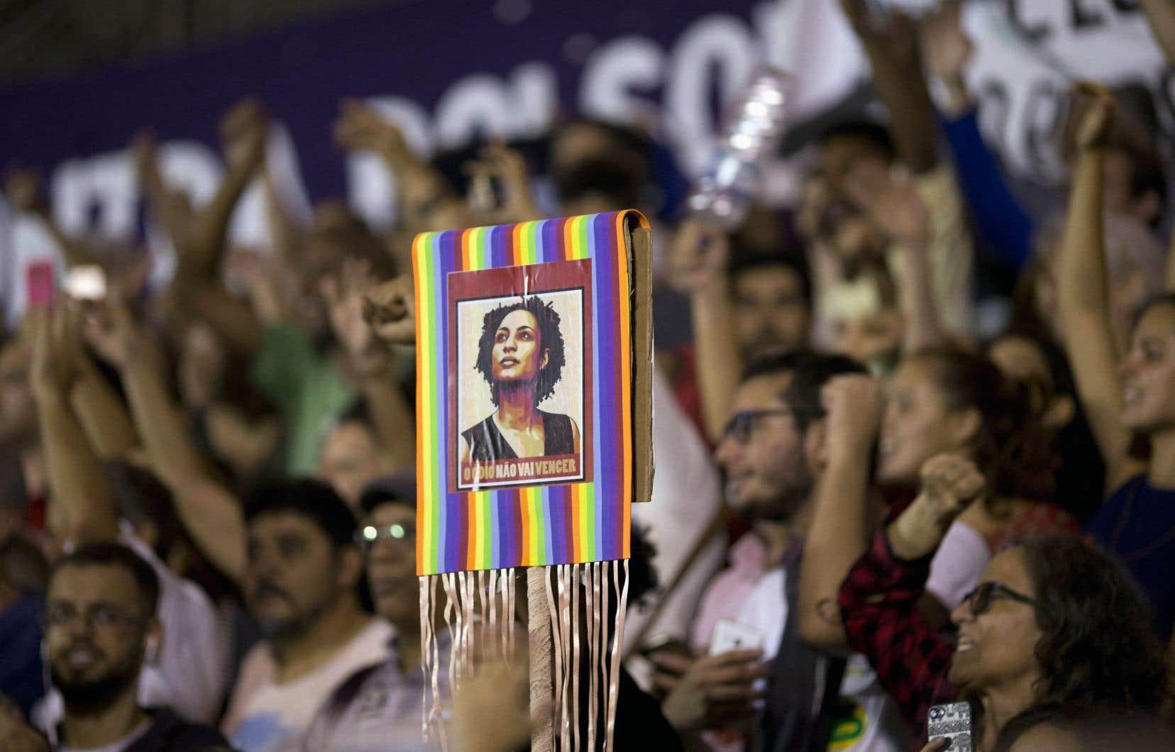 Une affiche de Marielle Franco lors d'un rassemblement citoyen durant la campagne présidentielle d'octobre dernier