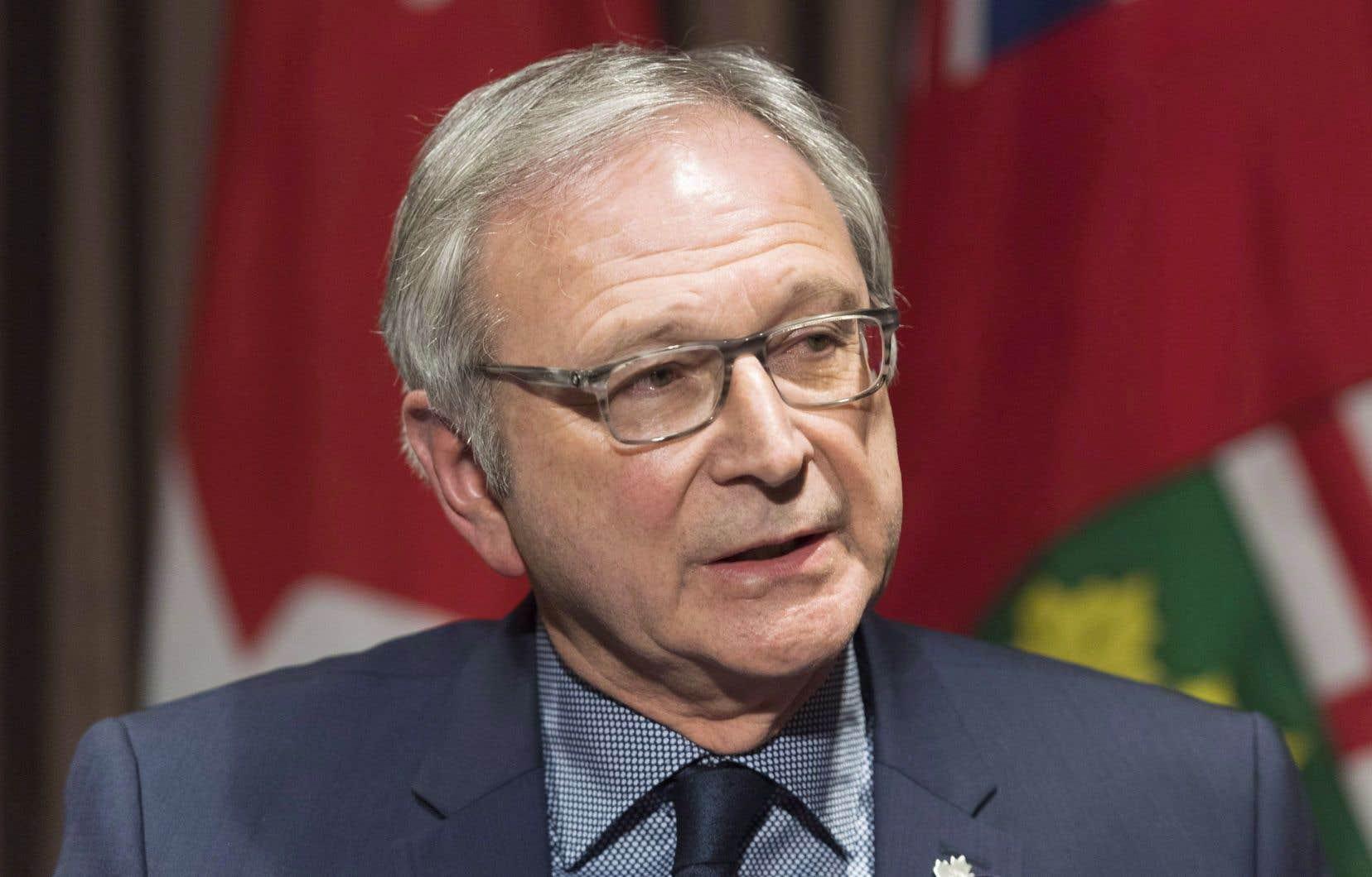 L'explosion des coûts et le manque de soutien financier d'Ottawa ont motivé la décision de son gouvernement, a fait savoir Blaine Higgs lors d'une conférence de presse à Fredericton.