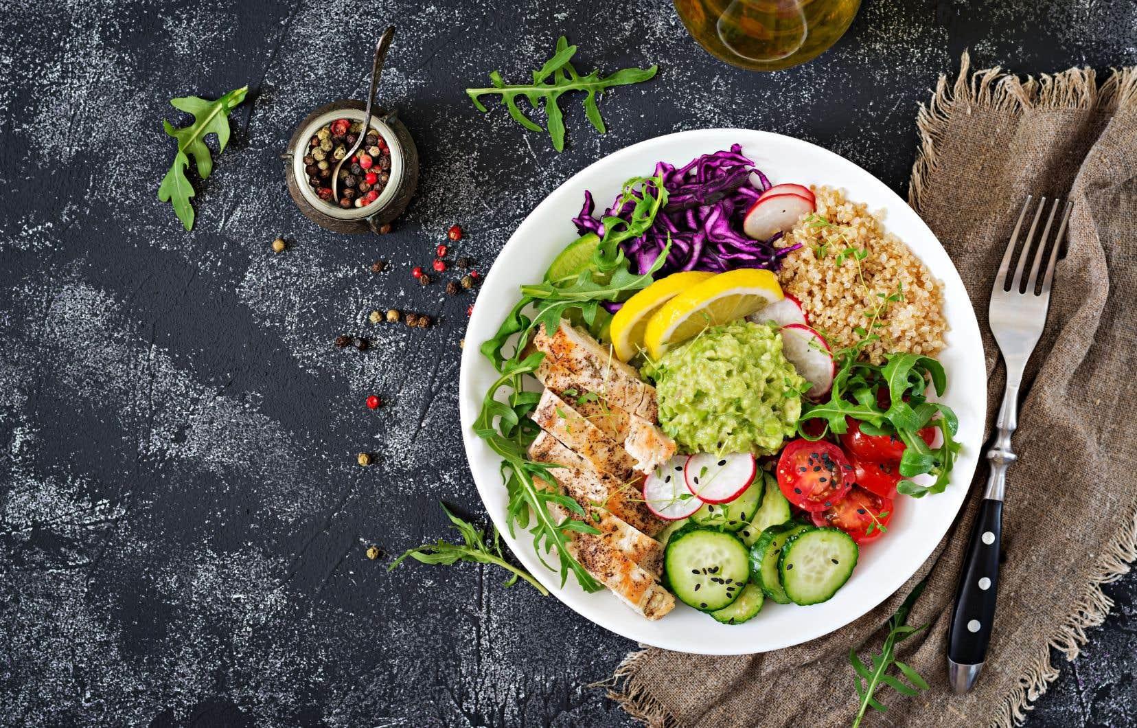 Le guide alimentaire encourage les Canadiens à prendre le temps de cuisiner, de savourer leurs aliments et de renouer avec la sensation de faim et celle de satiété.