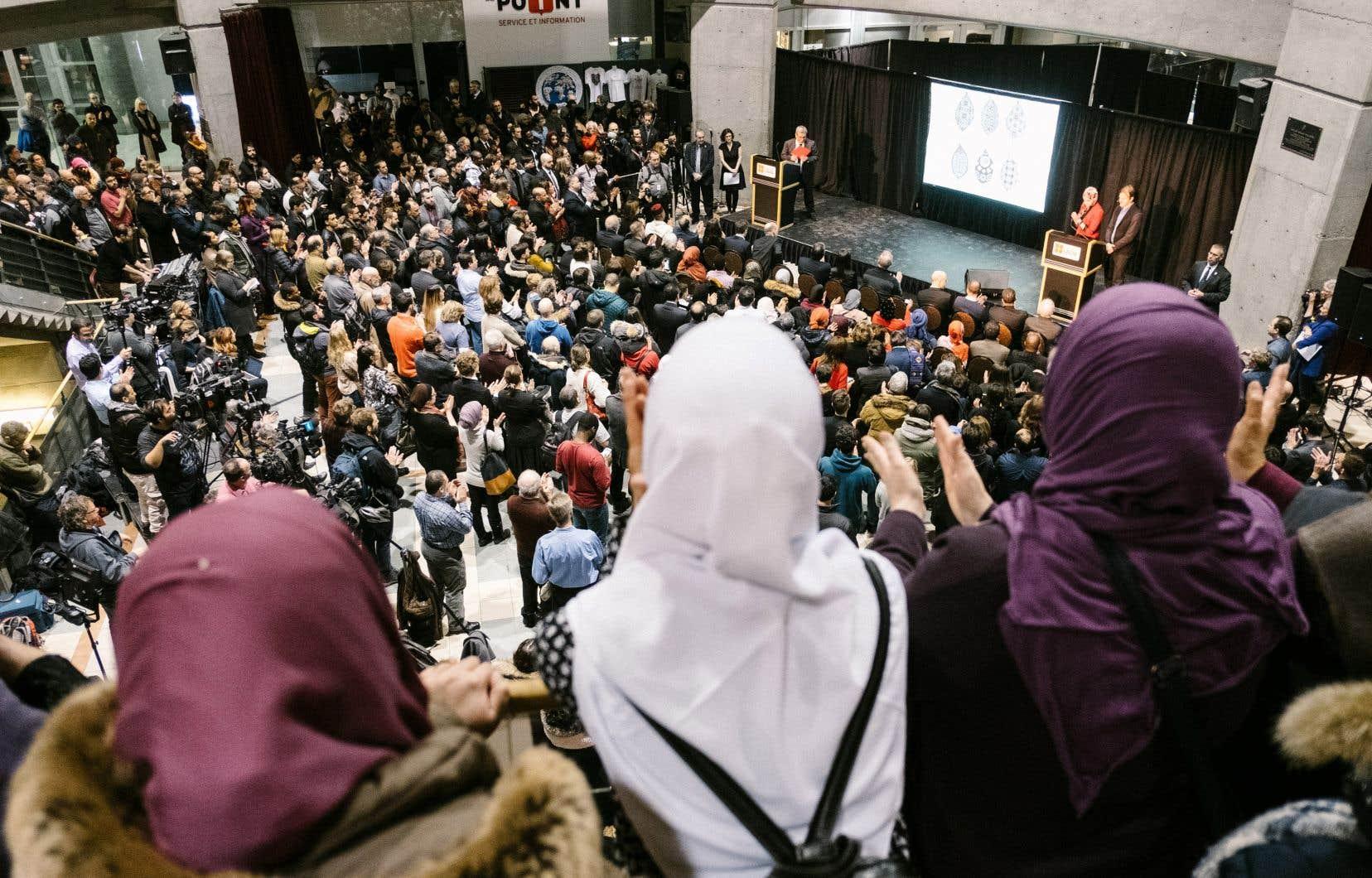 Boufeldja Benabdallah, président du Centre culturel islamique de Québec, comprend d'autant moins la remarque de Fran?ois Legault que le premier ministre était présent à la cérémonie de commémoration de l'attentat (ci-dessus) et qu'il avait alors fait preuve de compassion.