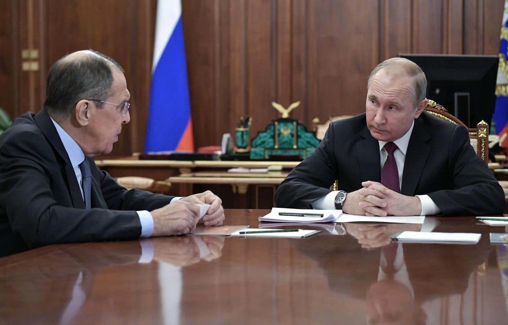 Le ministre russedes Affaires étrangères, Sergueï Lavrov, et le président russe, Vladimir Poutine