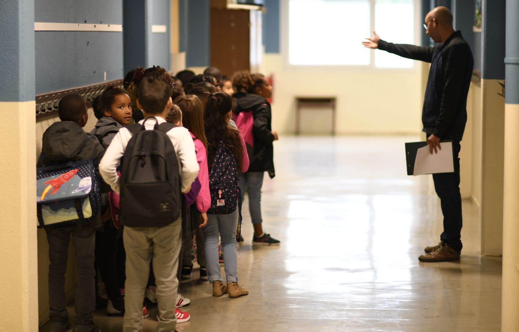 La Fédération des syndicats de l'enseignement a appelé le gouvernement à mieux valoriser les enseignants, en améliorant leurs salaires et leurs conditions.