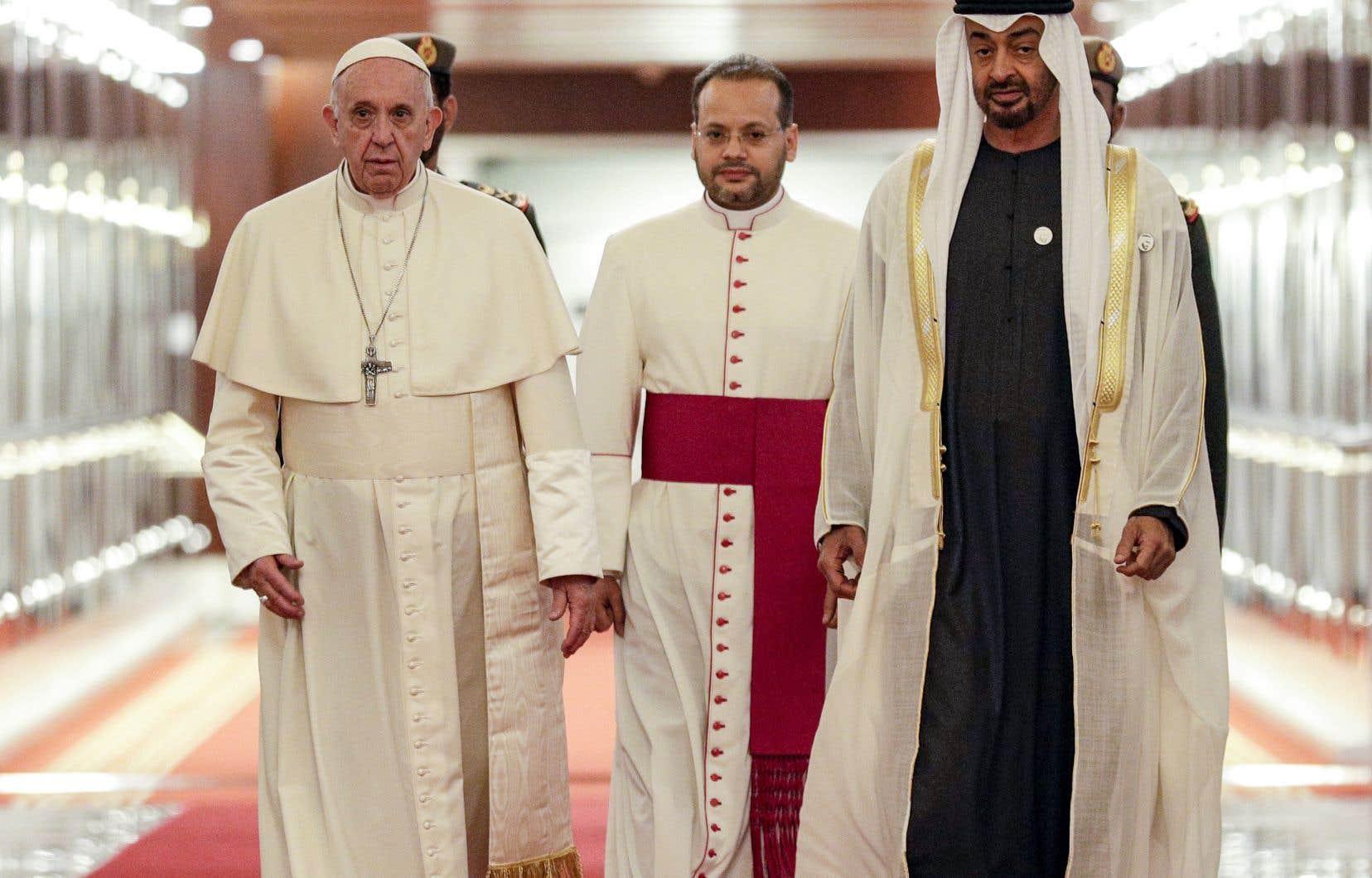 Environ un million de catholiques vivent aux Émirats.