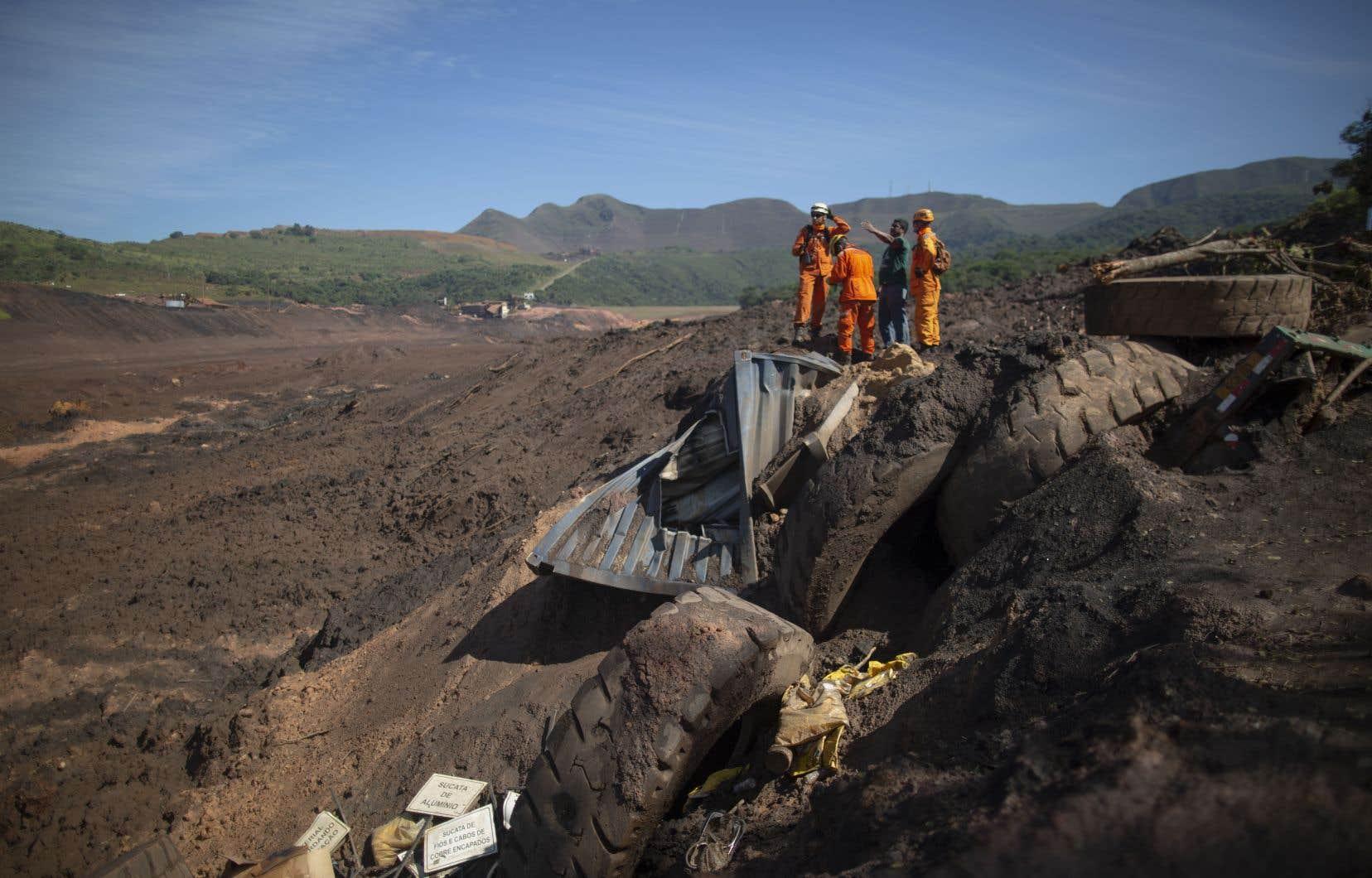 Au onzième jour de recherches, les pompiers de l'État du Minas Gerais ont précisé que 199 personnes étaient encore portées disparues.