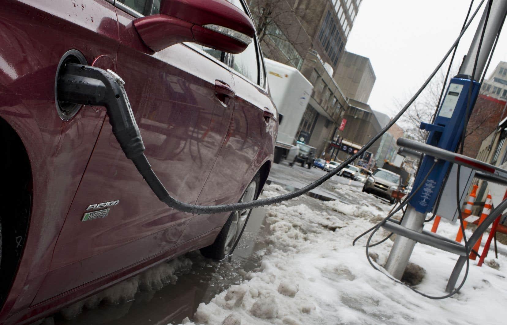 Hydro-Québec prévoit de déployer 1580 bornes publiques de recharge rapide pour véhicules électriques sur le territoire de la province.