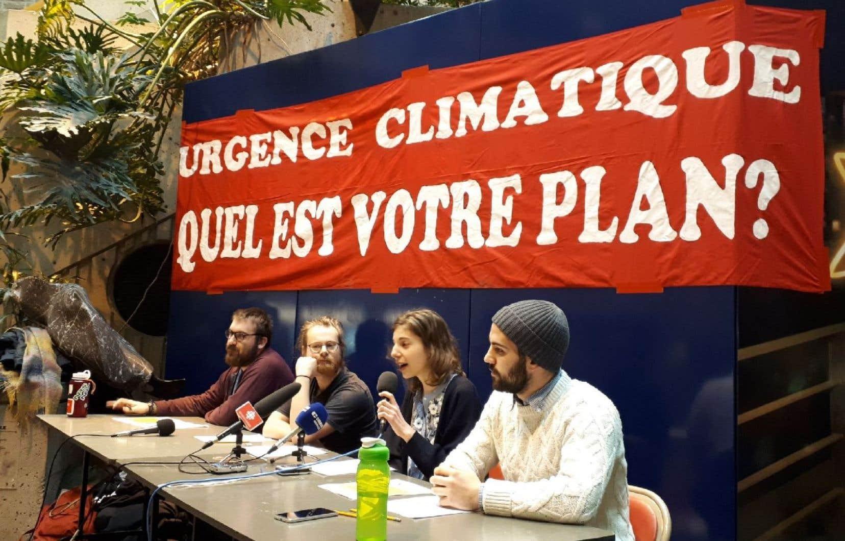 Les étudiantsveulent presser le gouvernement à mettre en œuvre un plan de lutte contre les changements climatiques nettement plus ambitieux.