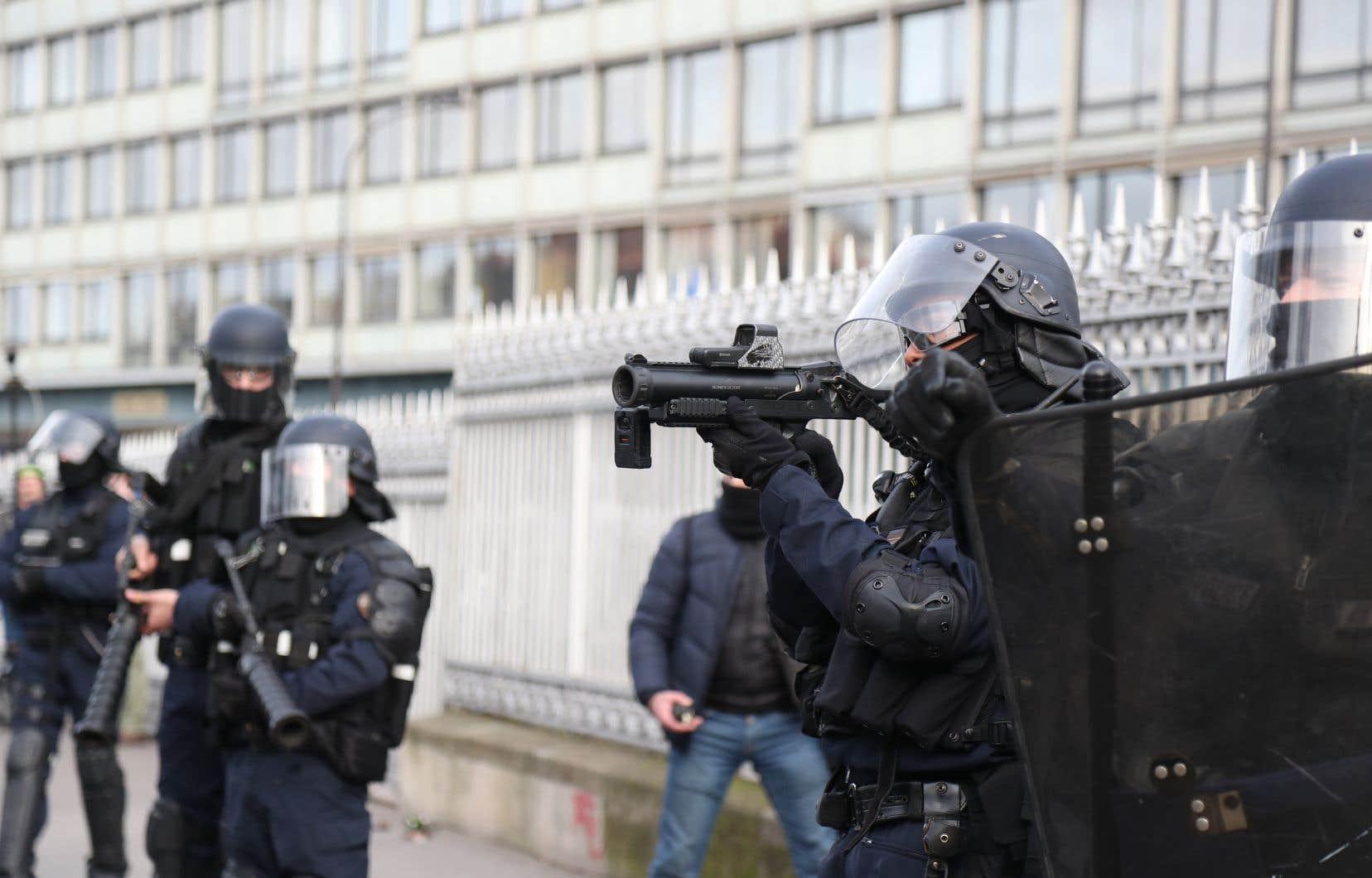 Selon un témoin direct, la blessure aurait été causée par une «grenade de désencerclement» lancée par les forces de l'ordre.