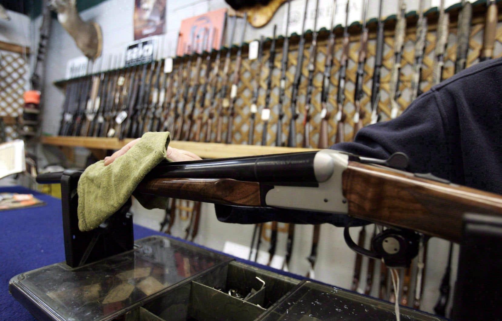 Jusqu'à maintenant, Québec a réussi à convaincre les propriétaires d'armes à feu d'enregistrer 401000 de leurs possessions dans ce registre, a indiqué le ministère au «Devoir» cette semaine. C'est un quart à peine du 1,6million d'armes à feu détenues actuellement par des Québécois.