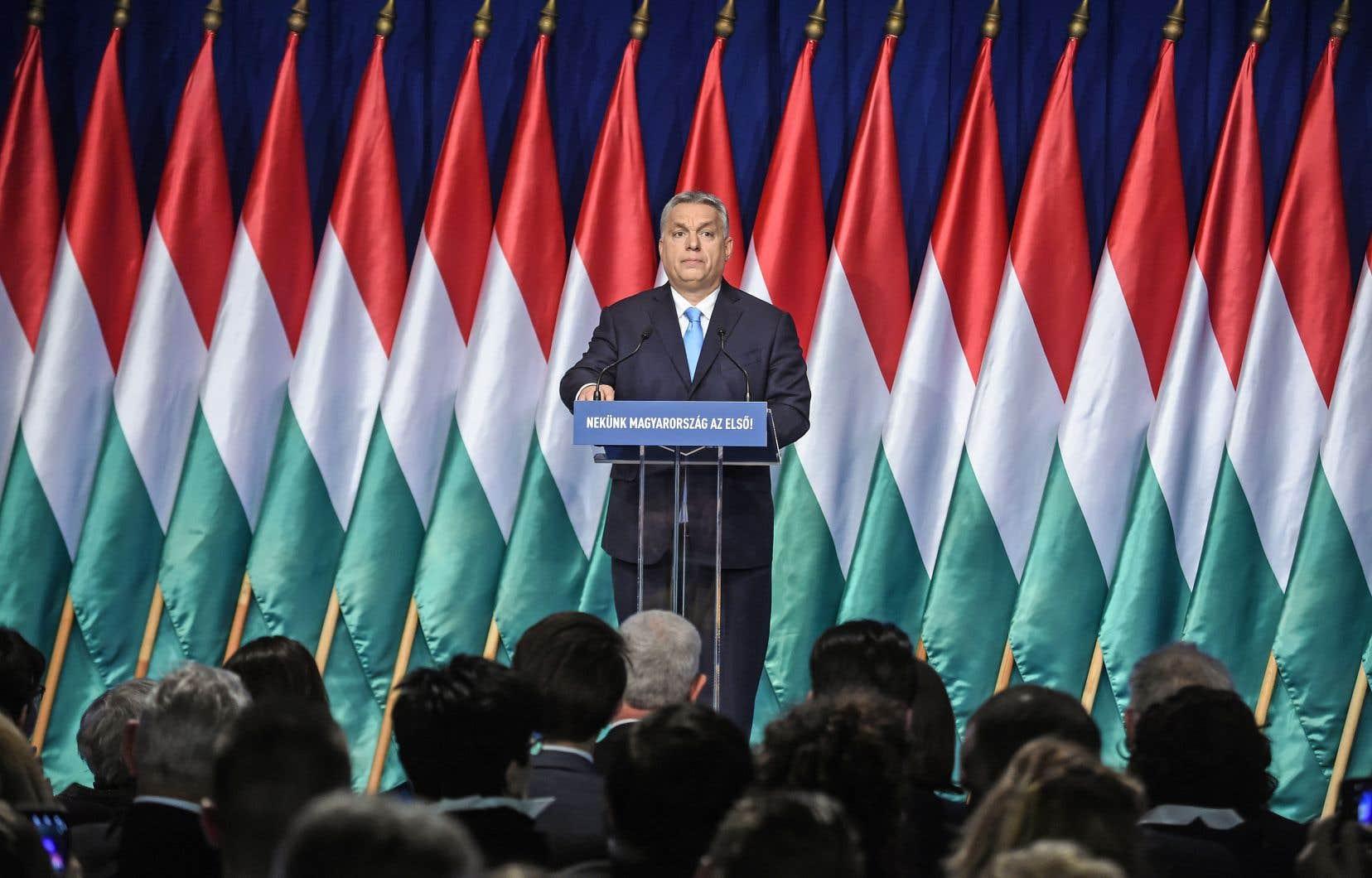 Pour le dirigeant hongrois, «l'immigration conduit à une augmentation de la criminalité, en particulier contre les femmes, et laisse entrer le virus du terrorisme».