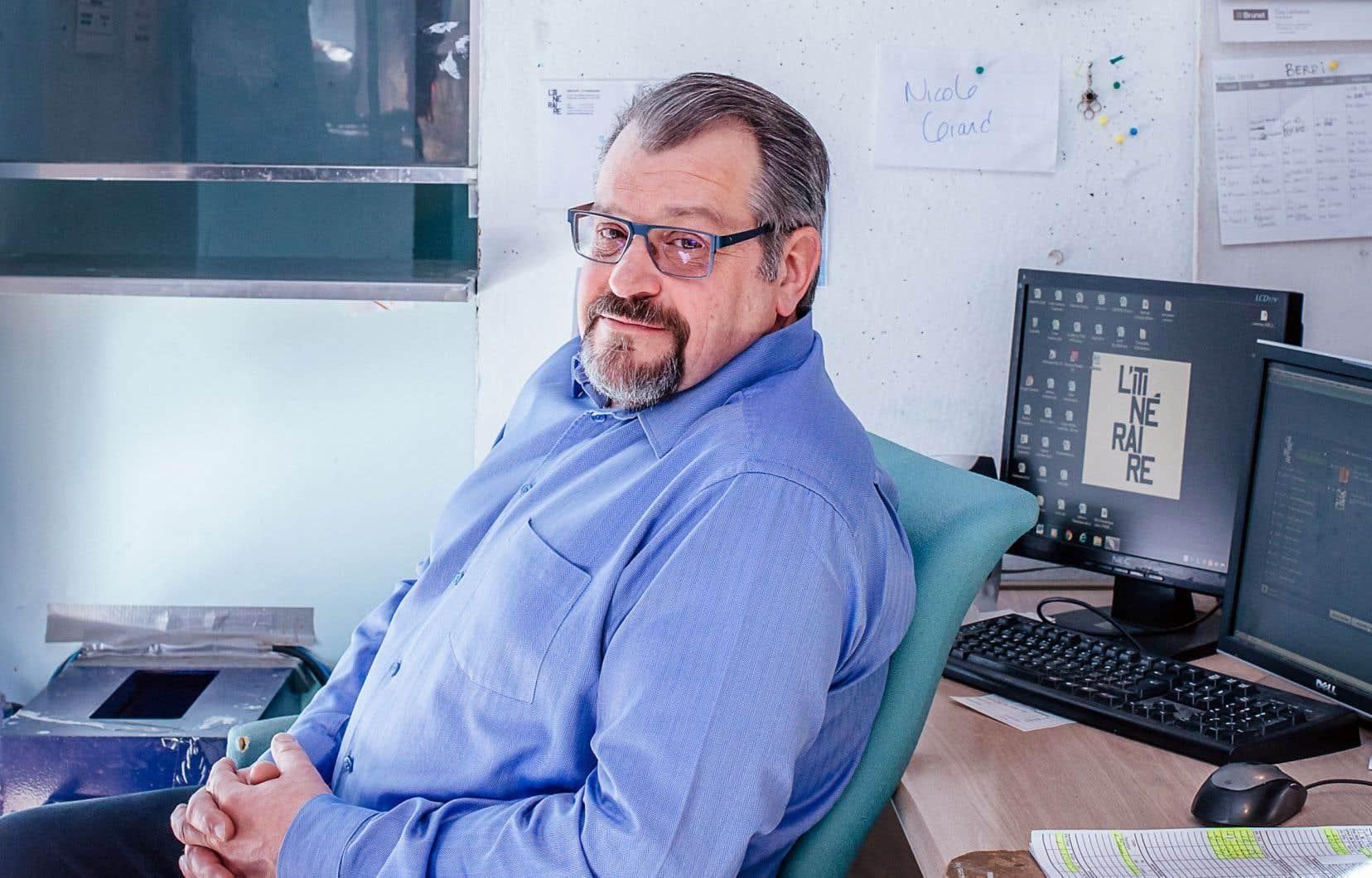 «Si je n'ai plus de papier, je n'ai plus de camelots. Les deux vont ensemble», lance le directeur général, Luc Desjardins.