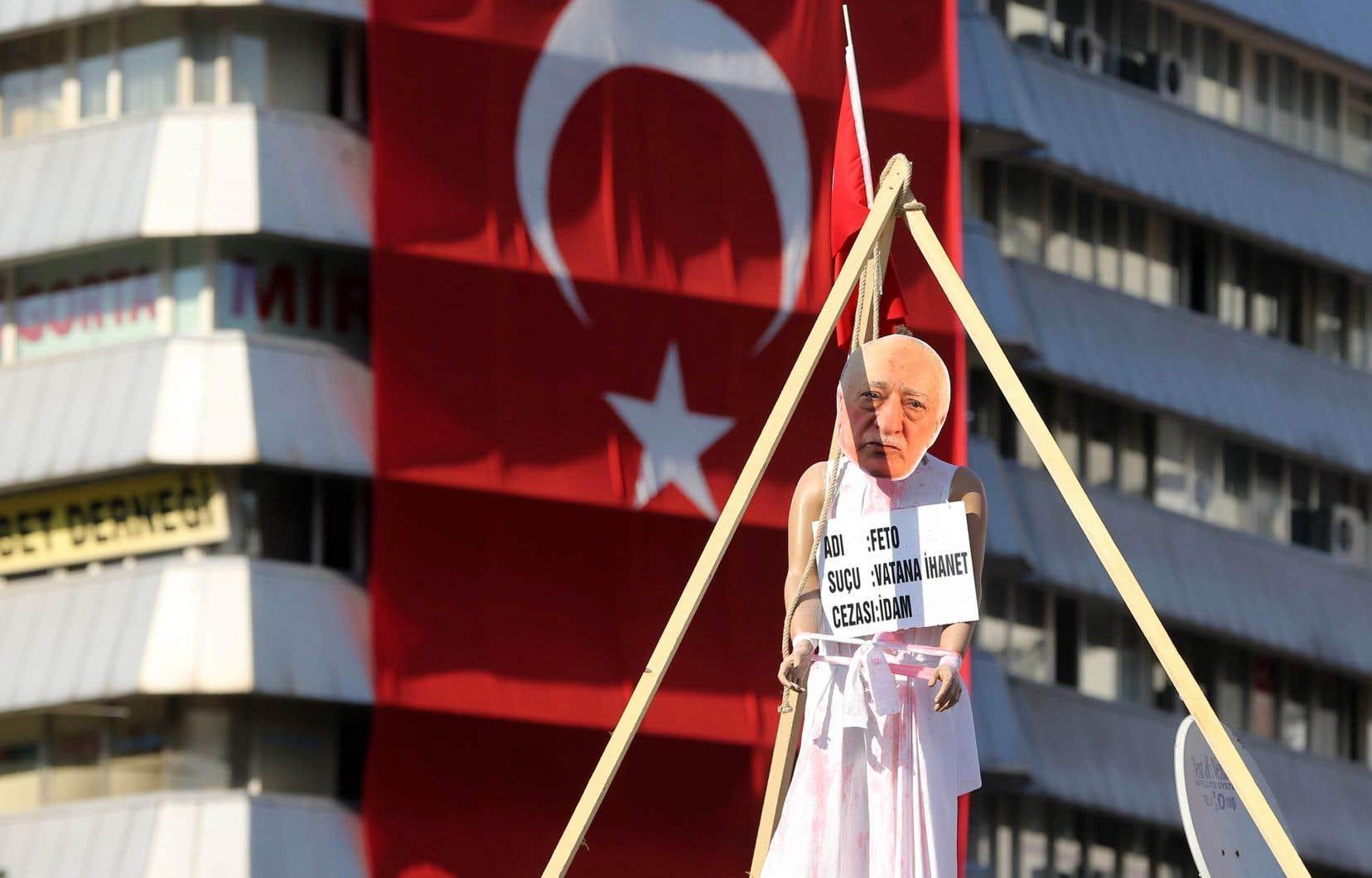 Les autorités turques accusent le prédicateur Fethullah Gülen d'avoir été le cerveau du coup d'État raté du 15 juillet 2016.