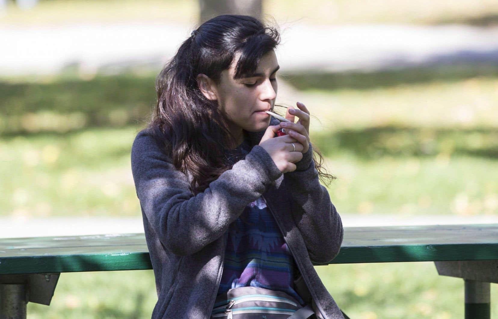 Au Canada, plus de 20 % des jeunes entre 15 et 25 ans consomment du cannabis de façon quotidienne ou occasionnelle.