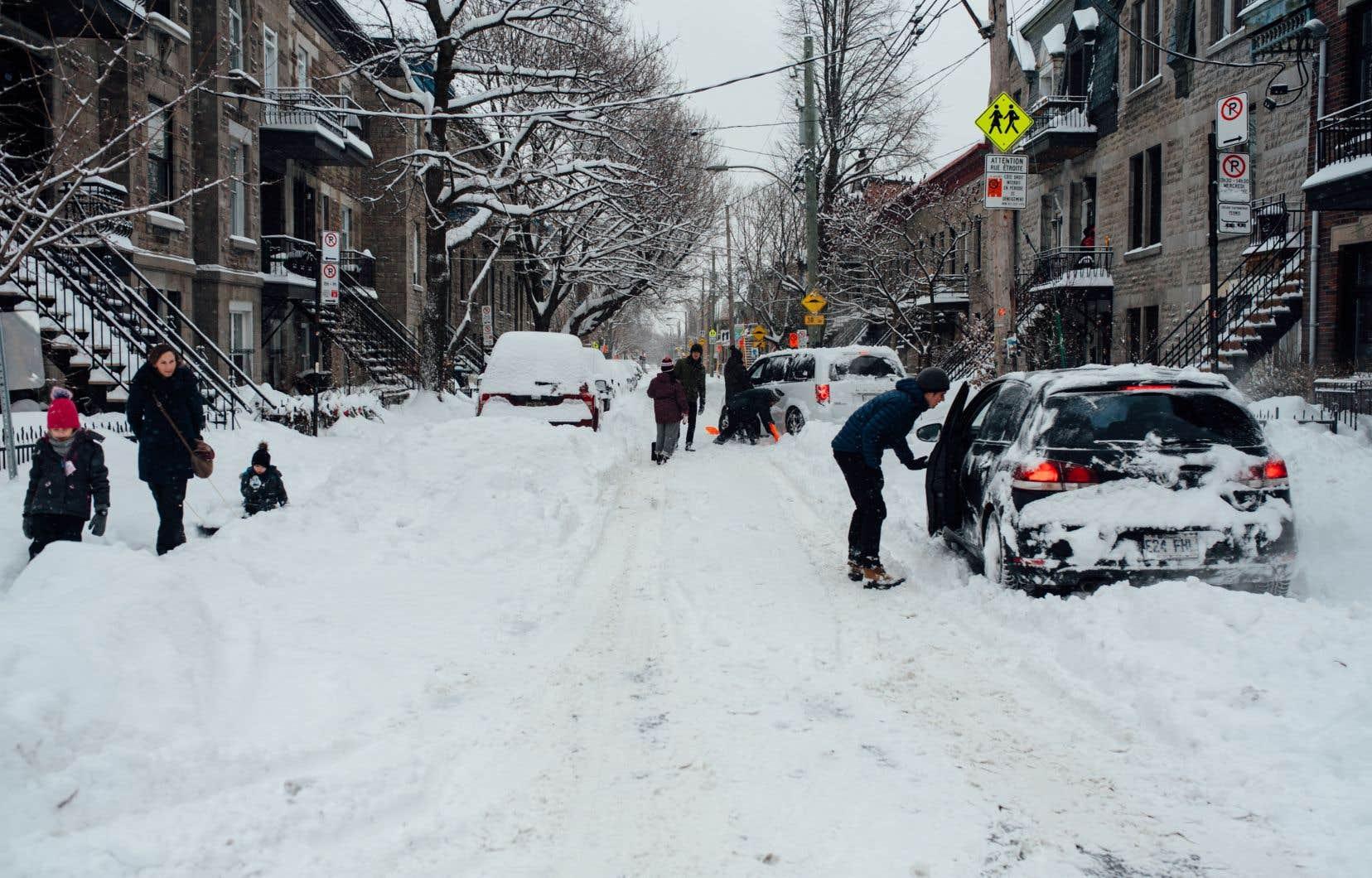 52003bcc8fe Montréal s est retrouvée mercredi matin sous un manteau blanc d une  quarantaine de