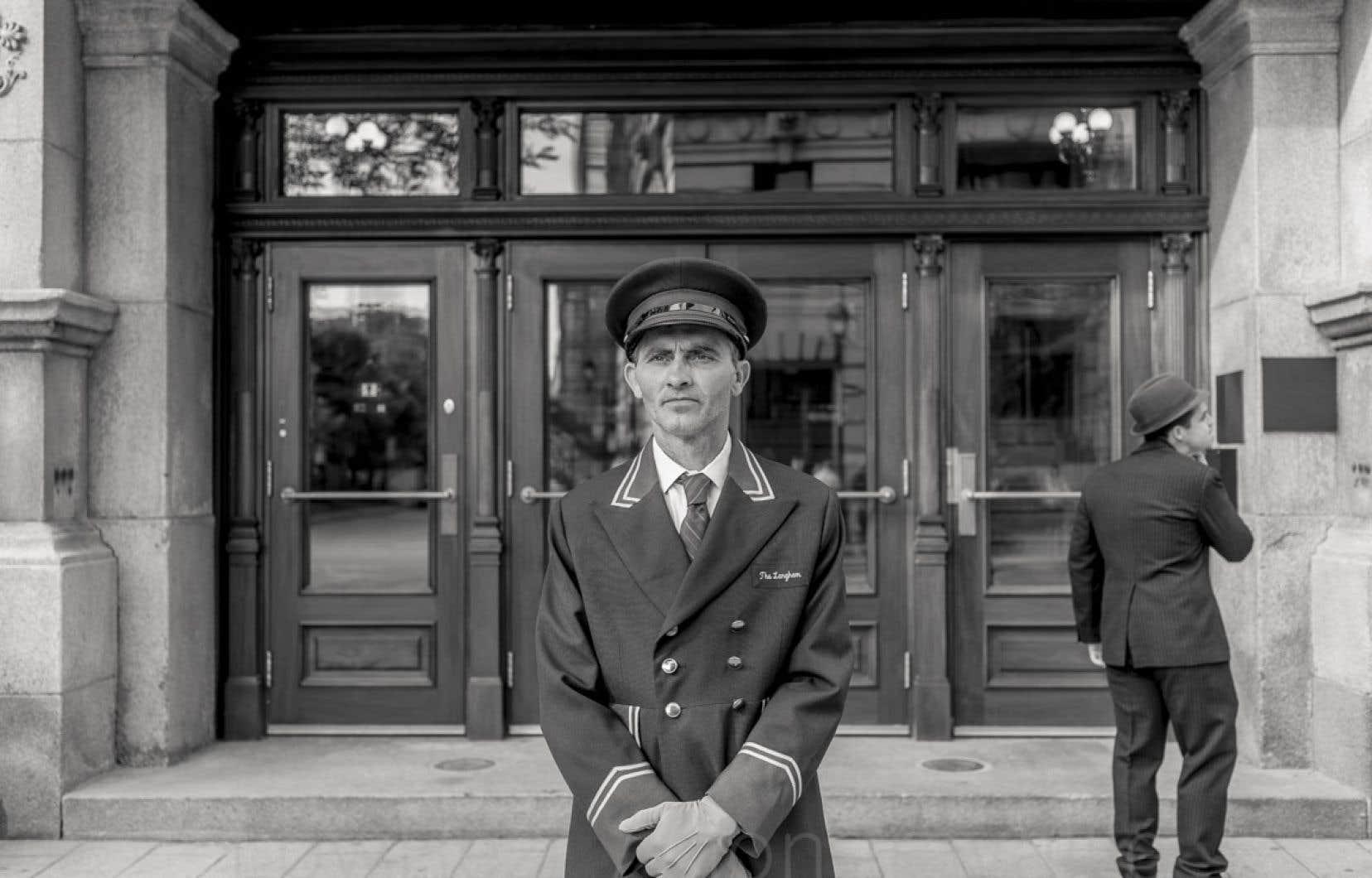 Le chanteur Joe Heaney travaillera sur les chantiers et comme portier d'hôtel à New York avant de connaître une consécration aux États-Unis.