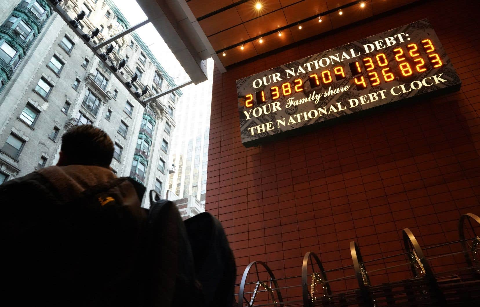 La dette nationale américaine a atteint 22000 milliards de dollars, un record historique.