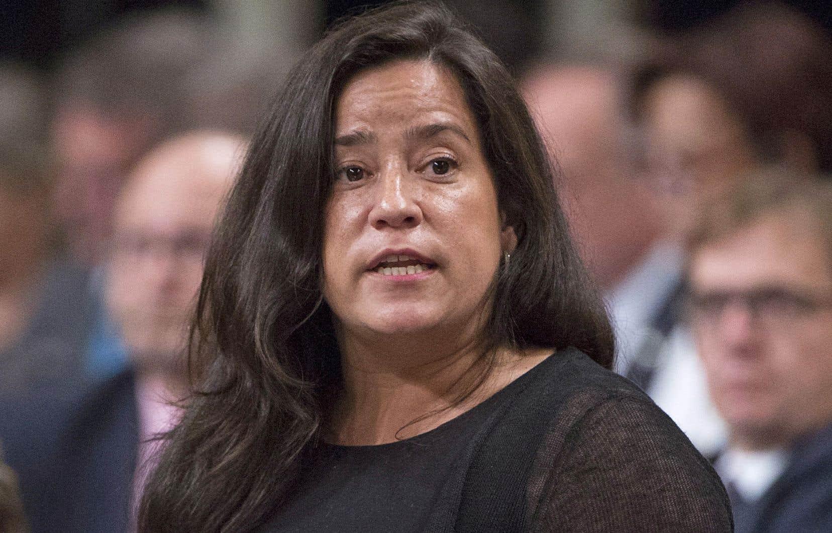 Selon l'auteur, l'ex-ministre de la Justice Jody Wilson-Raybould a agi de manière louable en soutenant ses procureurs, qui ont clairement décidé que, jusqu'ici, l'importance économique et politique de SNC-Lavalin ne justifiait pas la tenue d'une négociation pour exclure sa responsabilité criminelle.