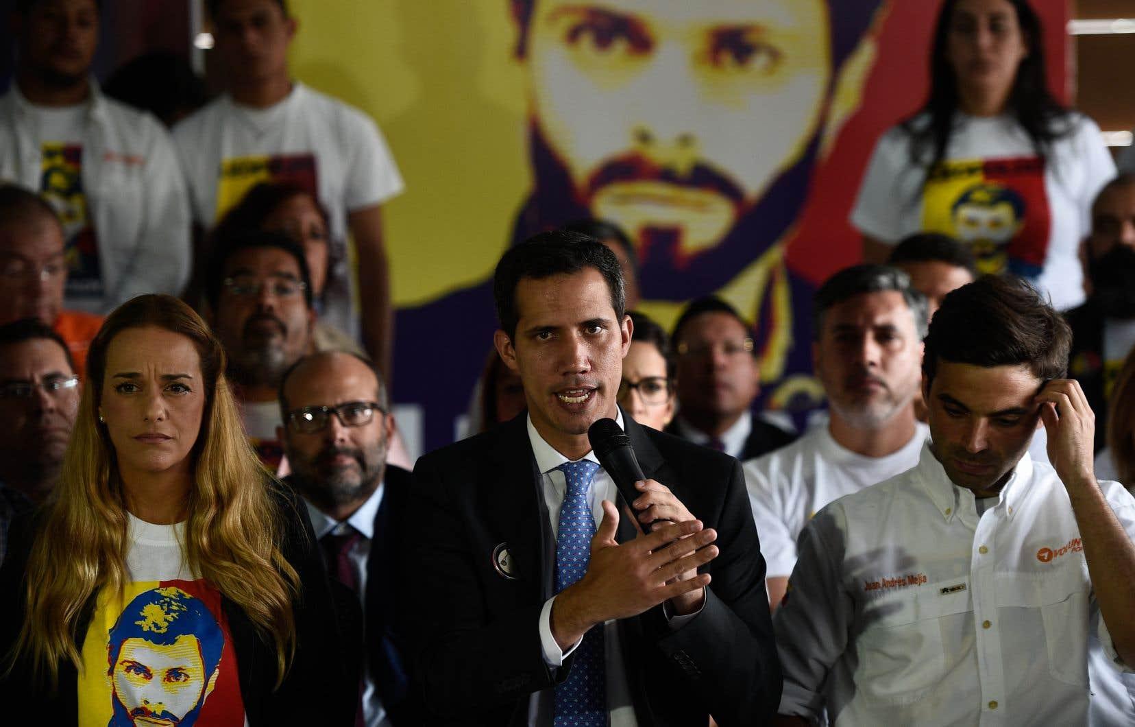Le président autoproclamé du Venezuela, Juan Juan Guaidó s'attachait lundi à organiser les manifestations annoncées pour soutenir les volontaires qui se rendront en «caravanes» samedi aux frontières.