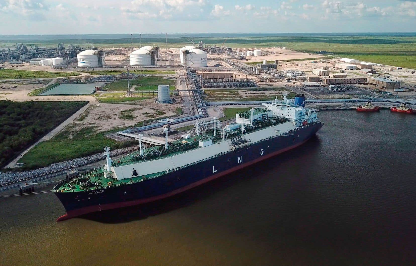 Le gaz naturel liquéfié est transporté par des méthaniers de quelque 300 mètres de longueur.