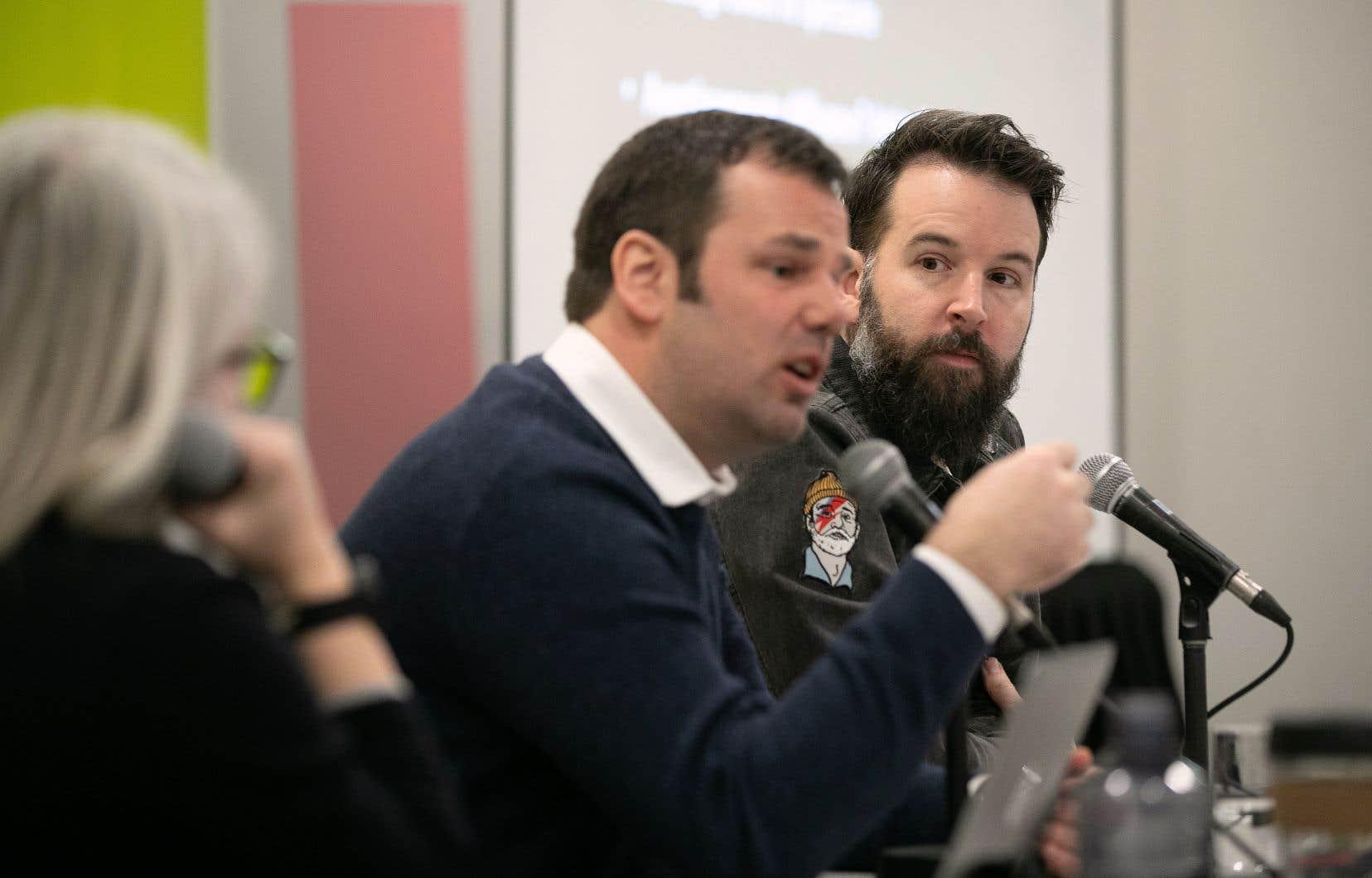 Jean-Sébastien Martin (au centre) et Jason Bajada ont convenu que les salles n'auraient d'autres choix que de demander explicitement aux spectateurs de garder le silence pendant la représentation.