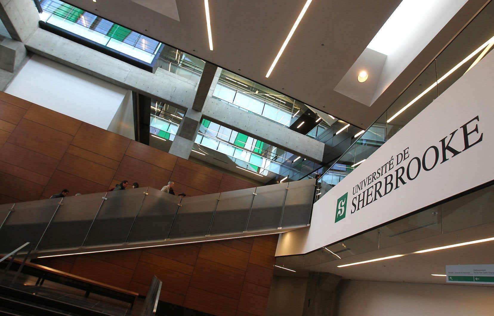 L'Université de Sherbrooke prévoit de distribuer par tirage au sort des bourses de 25000$ promises par Québec à tous les finissants au doctorat en psychologie qui font leur internat obligatoire de 1600 heures.