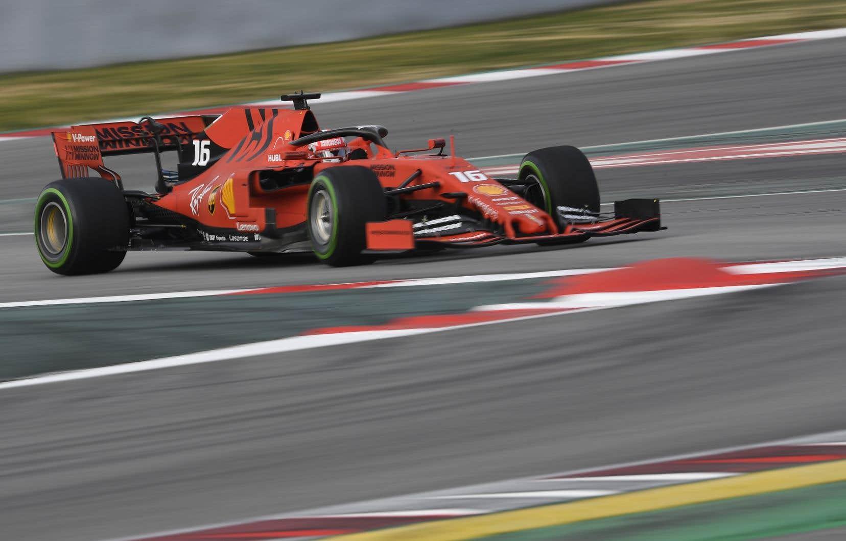 Le pilote Daniil Kvyat, de retour en F1 cette saison, a terminé le circuit Catalunya en 1 min 17,704 s, retranchant ainsi 58 millièmes de seconde au temps du nouveau pilote Alfa Romeo Kimi Räikkönen.