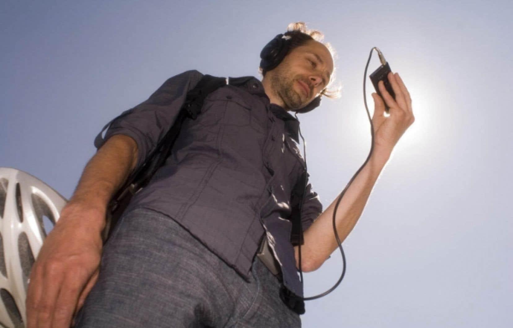 Yannick Gu&eacute;guen propose depuis deux ans de r&eacute;fl&eacute;chir sur nos environnements urbains par l&rsquo;entremise de guides audio et vid&eacute;o t&eacute;l&eacute;chargeables sur le Web.<br />