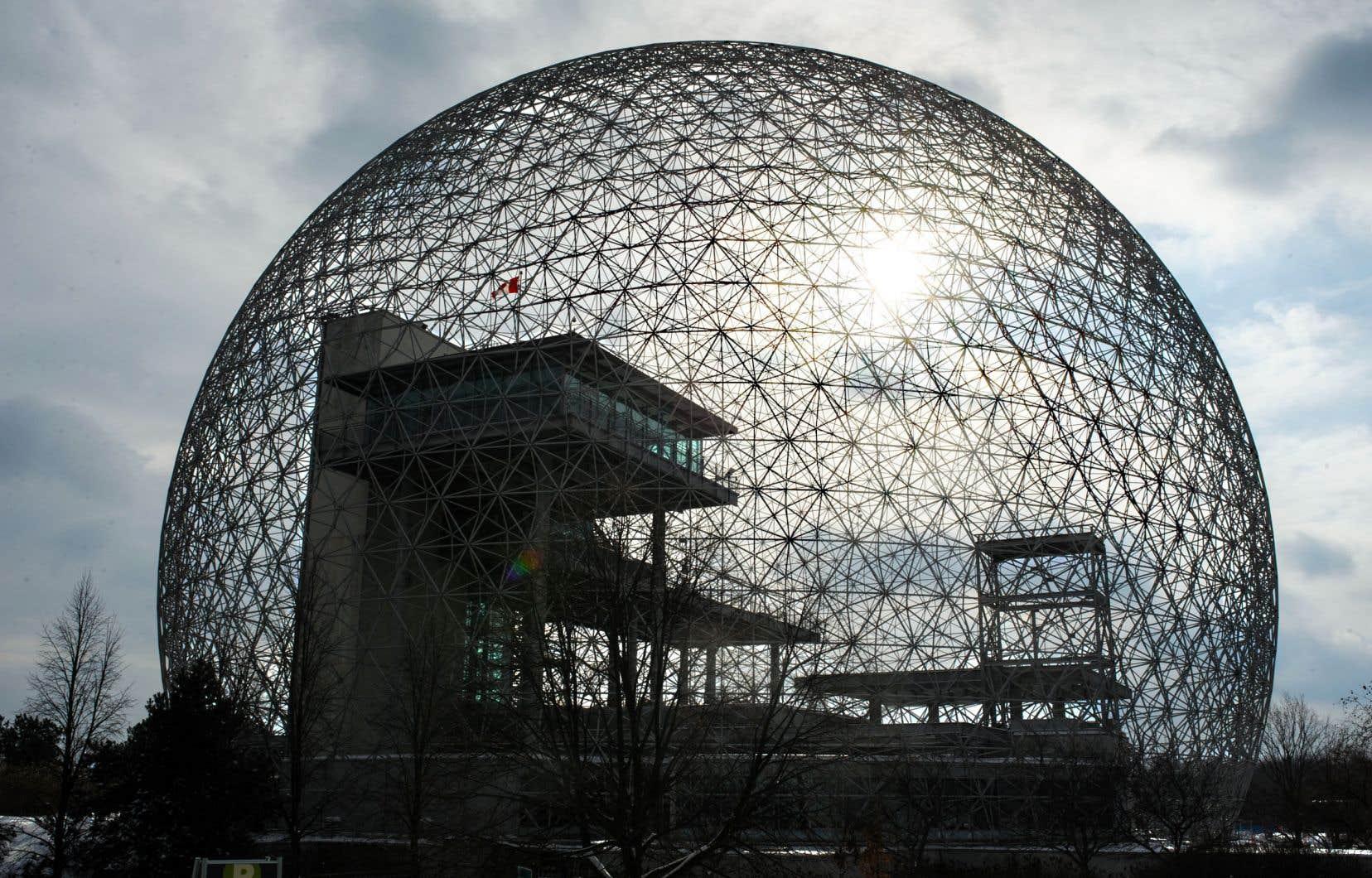 Le dôme géodésique de l'architecte américain Buckminster Fuller, construit par les États-Unis pour l'Exposition universelle de 1967, est sous respirateur artificiel depuis 2013.