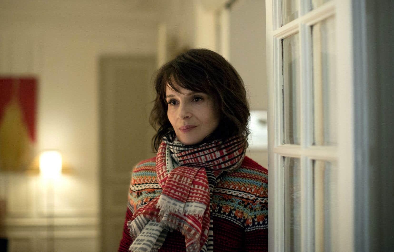 Juliette Binoche joue le rôle d'une actrice qui entretient une liaison avec un écrivain, celui-ci publié par son mari, directeur d'une maison d'édition.