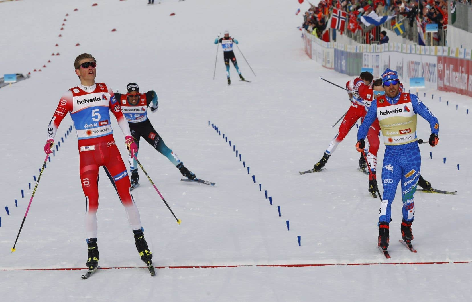 Klaebo (à gauche) a triomphé en remportant la super-finale en vertu d'un chrono de 3 min 21,17 s.