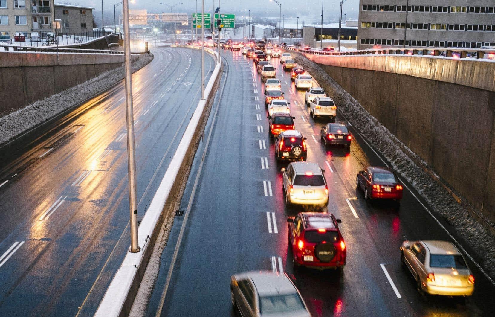Depuis des décennies, on règle les problèmes de circulation par de nouvelles routes.
