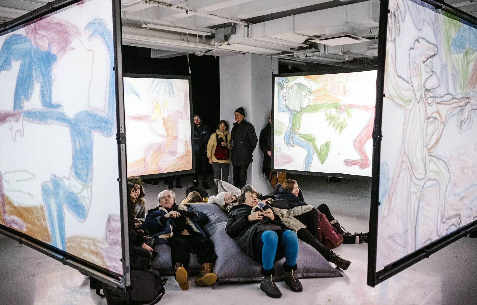 Vue de l'installation «Reanimation (Baloo Stripped Bare)» d'Oliver Beer à la Galerie des arts visuels, à Québec.