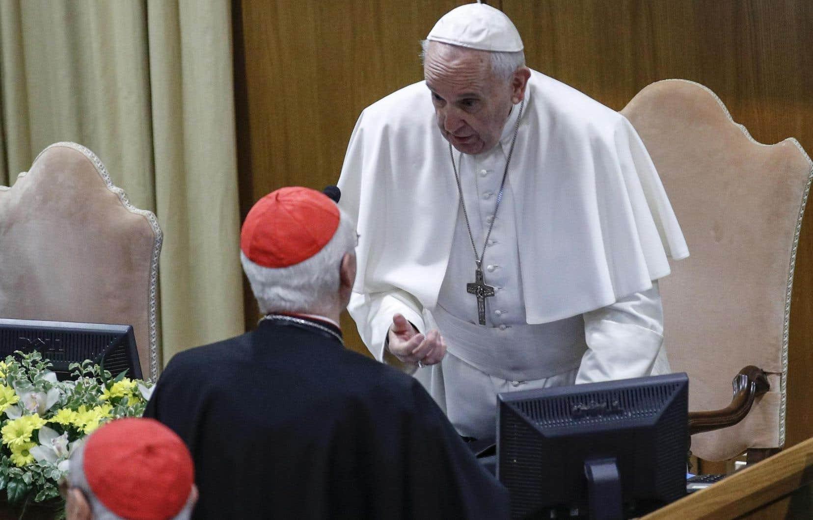 Au deuxième jour de la réunion extraordinaire du pape avec les dirigeants catholiques, la hiérarchie de l'Église s'est livrée à un mea culpa cinglant et douloureux sur son échec passé à protéger les enfants des abus sexuels du clergé.